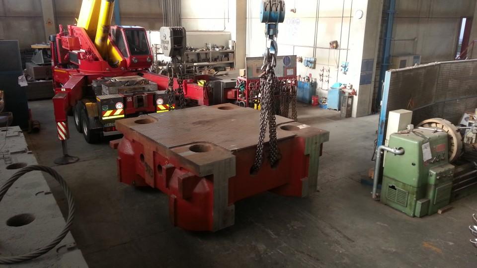 Piano per macchina da pressofusione da 4000 ton. dopo riporto. Peso del piano 85 Ton. Dimensioni 3000x3200x1200