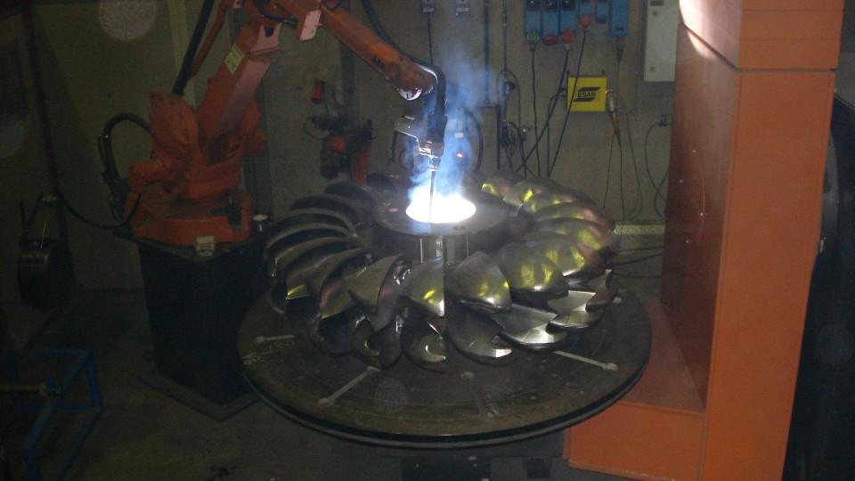 Ricarica mediante impianto robotizzato di girante Pelton